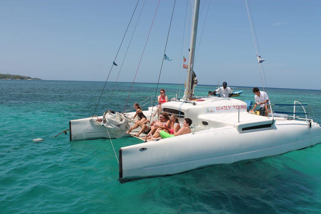 Isla Roatan Catamaran Sailing And Snorkeling Tour
