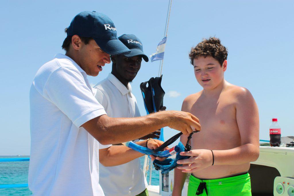 Roatan Catamaran snorkeling tours